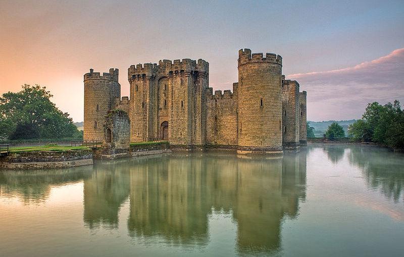 Fragile symbols: gunpowder and castle walls